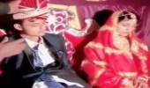 بالفيديو.. عريس ينام بجوار عروسه في حفل زفافهما