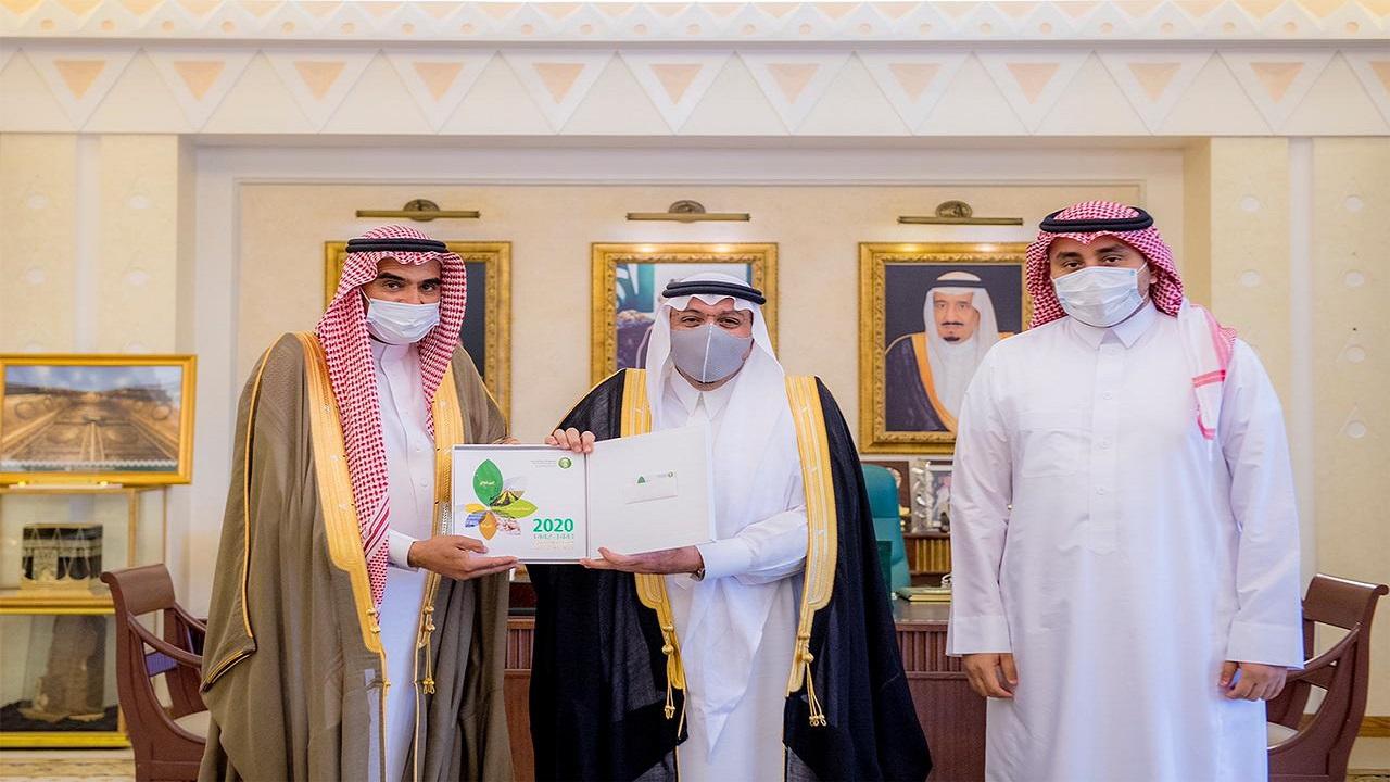 أمير القصيم يتسلم التقرير السنوي 57 لفرع صندوق التنمية الزراعية بالمنطقة