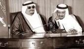 """صورة """"نادرة"""" لخادم الحرمين أثناء اتصاله بالأمير سلطان قبل 35 عاما"""