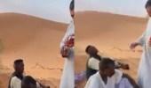 """بالفيديو.. """"منقذ الوافدين"""" في صحراء نفود يكشف تفاصيل الواقعة"""