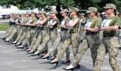 """نواب أوكرانيون يطالبون بالتحقيق في ظهور جنديات بأحذية نسائية عالية الكعب """"صور"""""""