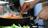 خطورة إعادة تسخين الطعام المطبوخ مسبقًا