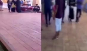 بالفيديو.. شخص يوثق تحرشه بطفل وهو برفقة عائلته