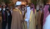 """بالفيديو .. الملك سلمان يودع سلطان عمان لحظة مغادرته قصر """"نيوم"""""""