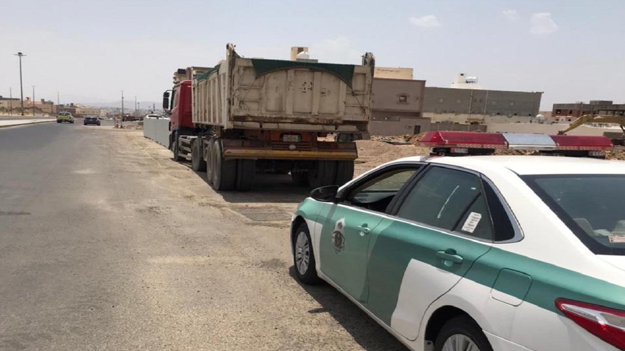 ضبط قائد شاحنة سار عكس الاتجاه في المدينة المنورة