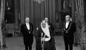 صورة نادرة للملك فيصل أثناء إلقاءه كلمة في قصر الإليزيه بباريس