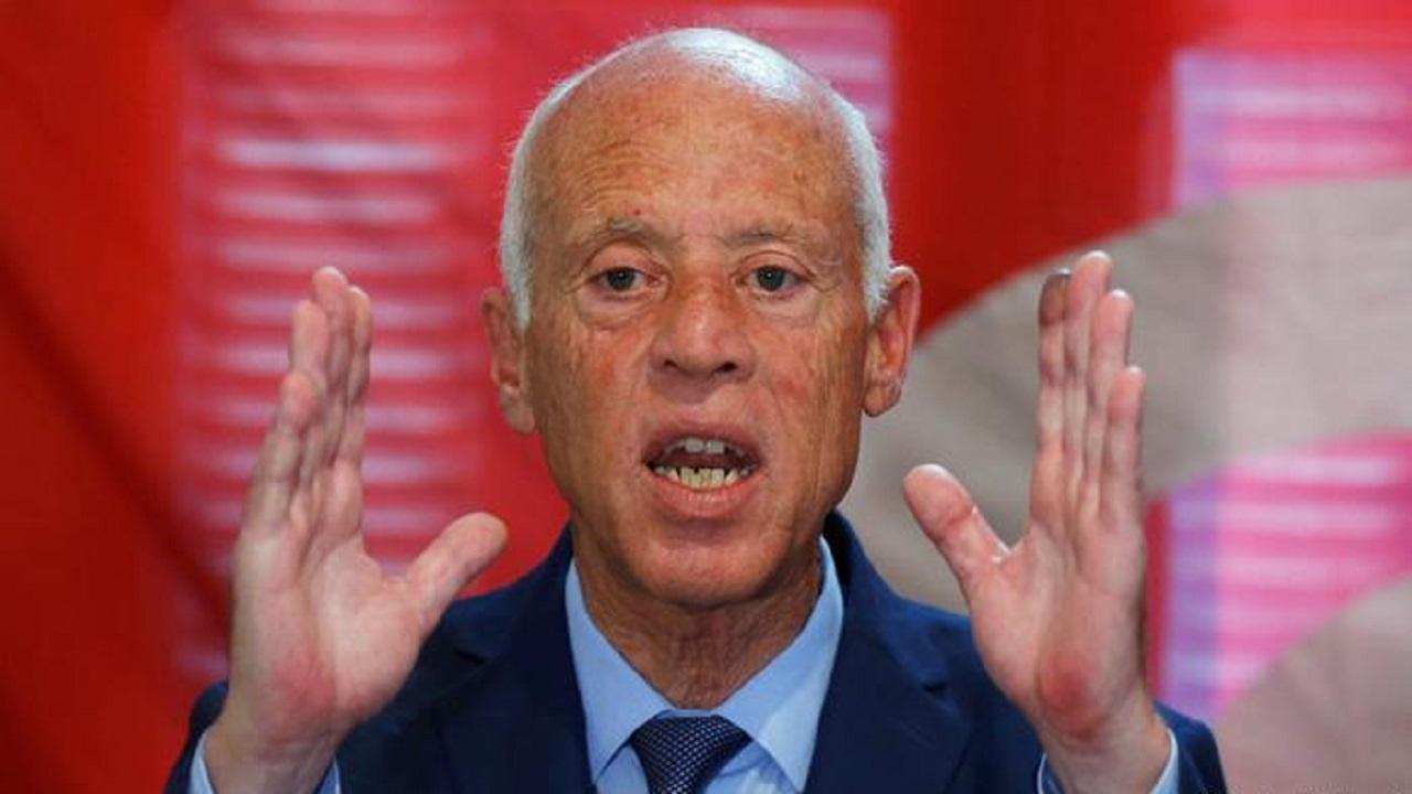 الرئيس التونسي يجمد البرلمان ويرفع الحصانة عن كافة أعضائه