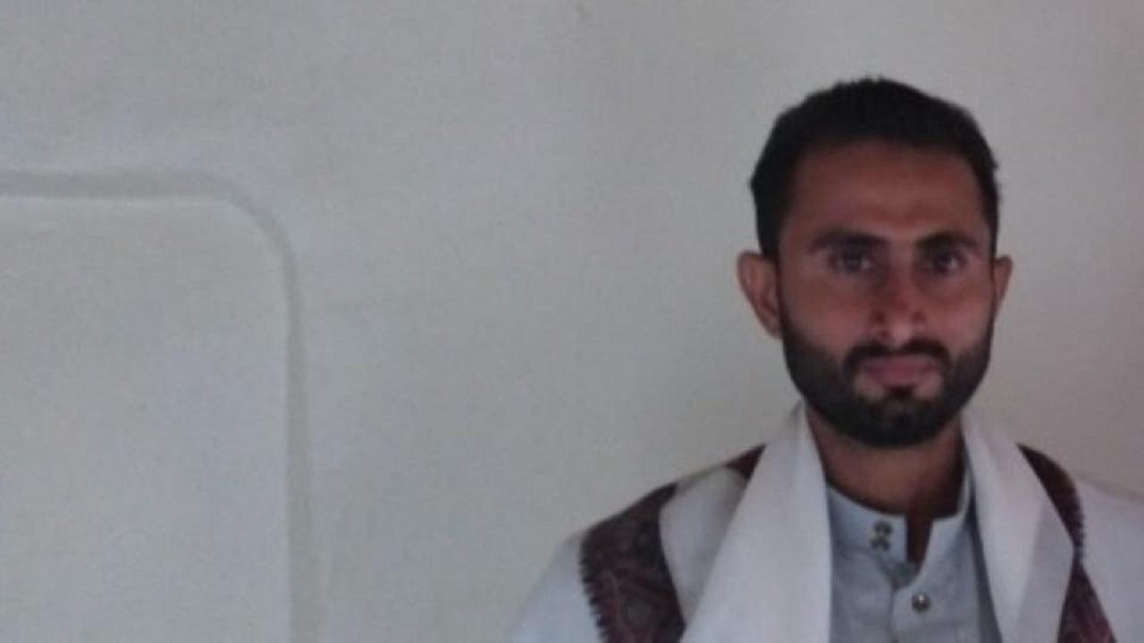 حوثي يقتل والديه رميًا بالرصاص