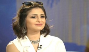 بالفيديو.. منة فضالي ترتدي الحجاب على الهواء