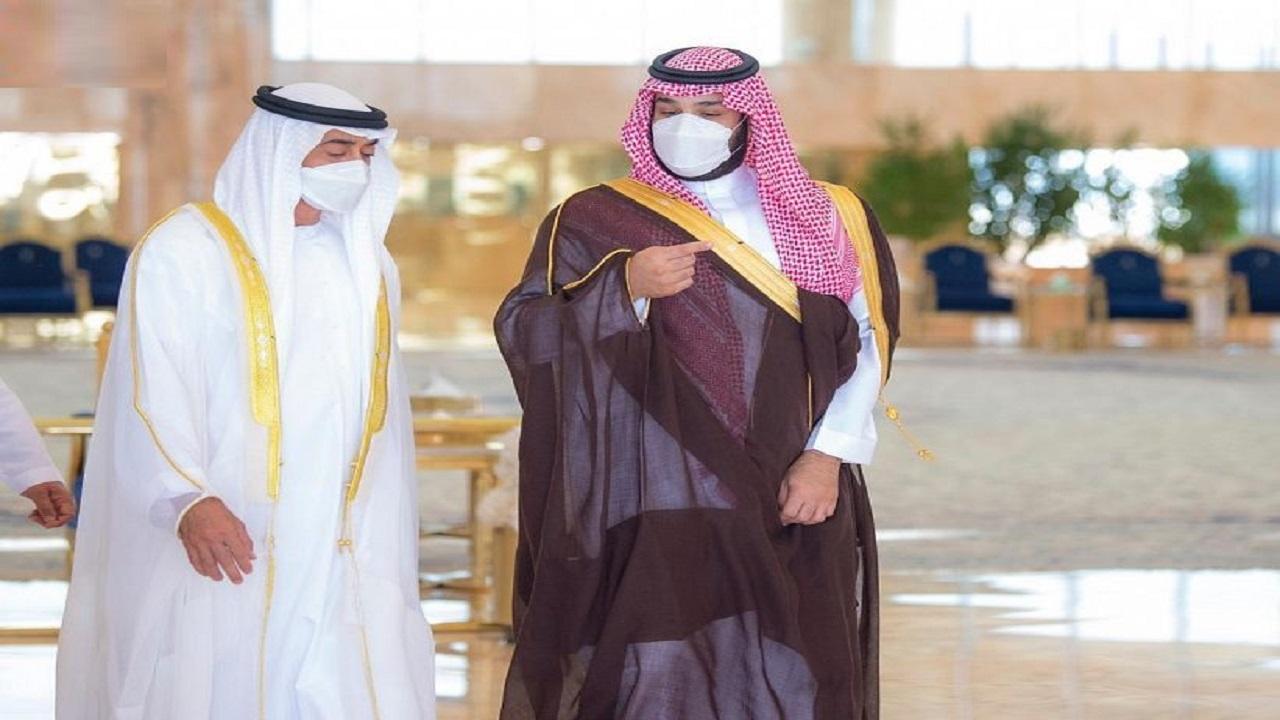 بالفيديو والصور.. ولي العهد يستقبل ولي عهد أبوظبي لدى وصوله إلى الرياض