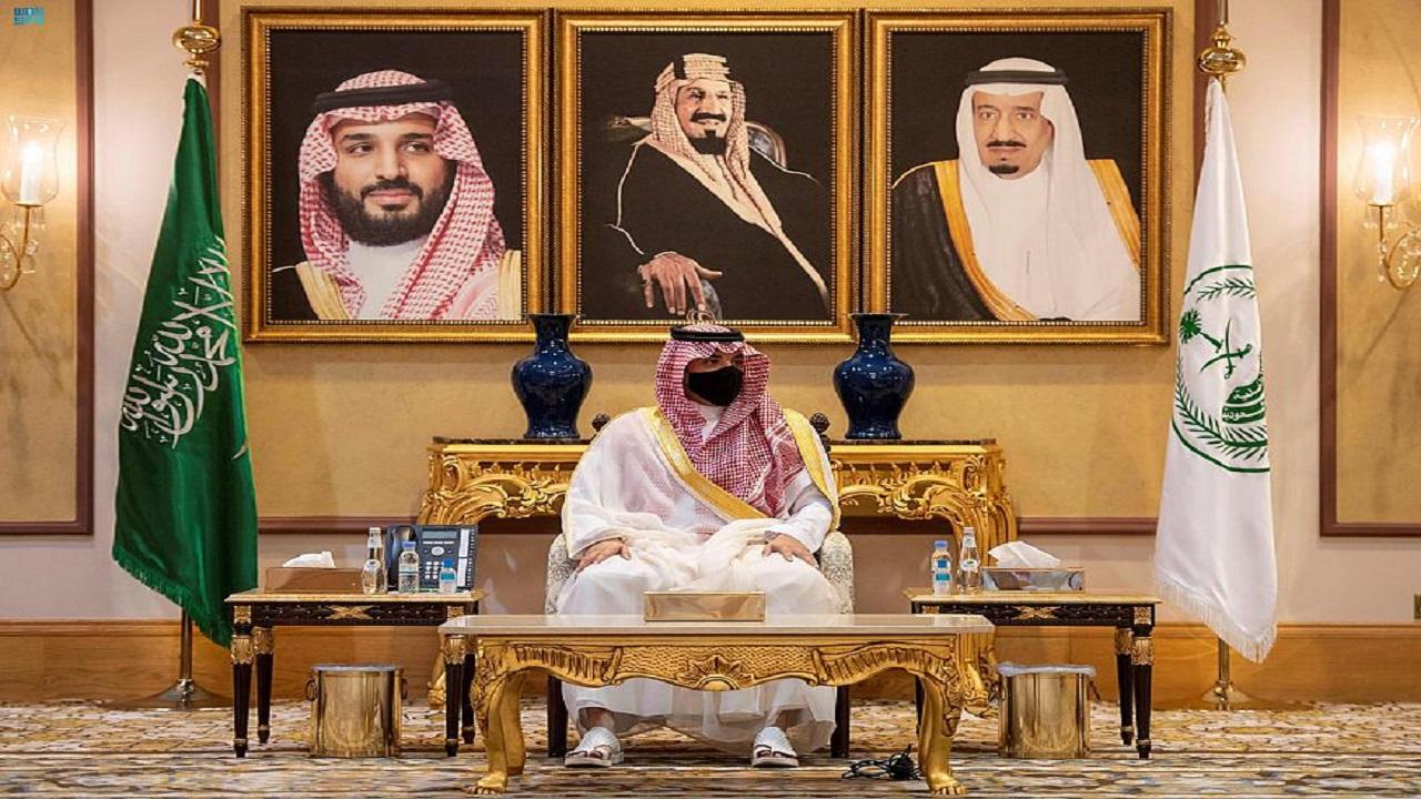 الأمير عبدالعزيز بن سعود يلتقي مديري القطاعات الأمنية وقادة قوات أمن الحج