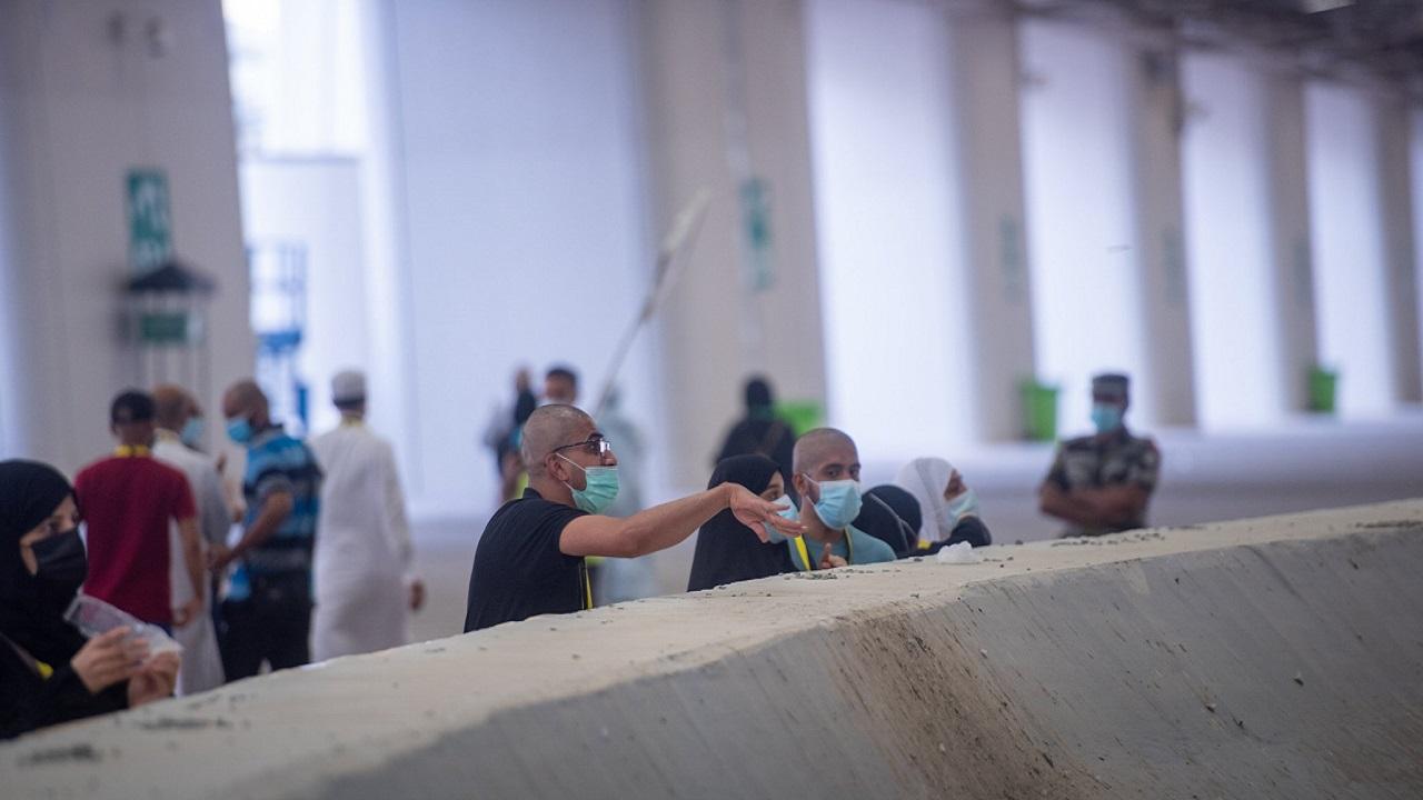 حجاج بيت الله الحرام يبدأون رمي الجمرات ثاني أيام التشريق