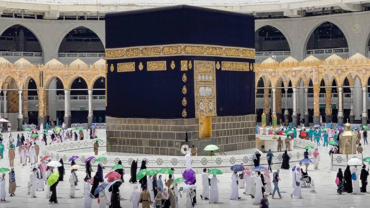 ضيوف الرحمن يتوافدون إلى المسجد الحرام لأداء طواف الوداع