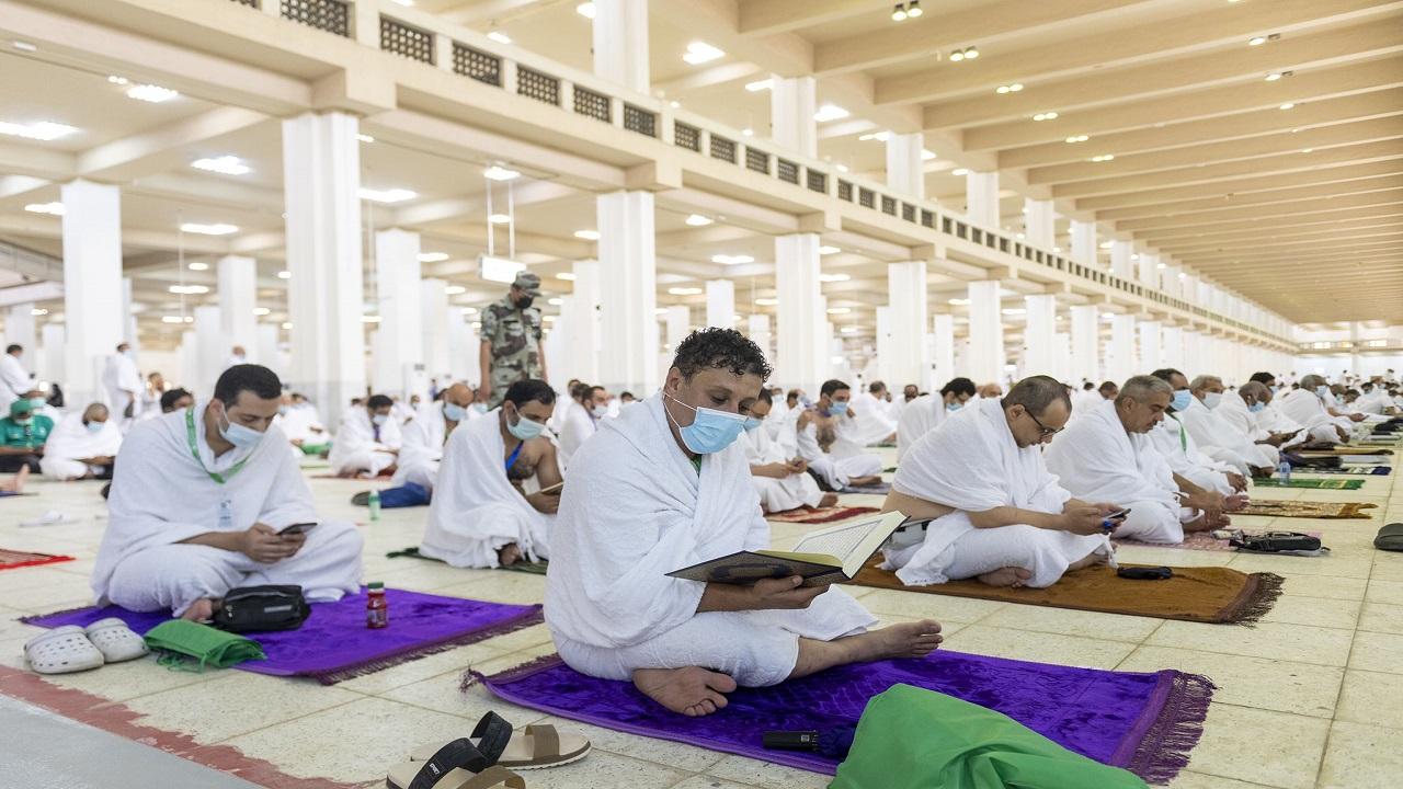 بالفيديو والصور.. جموع الحجاج يتوجهون إلى مسجد نمرة لتأدية صلاتي الظهر والعصر جمعا