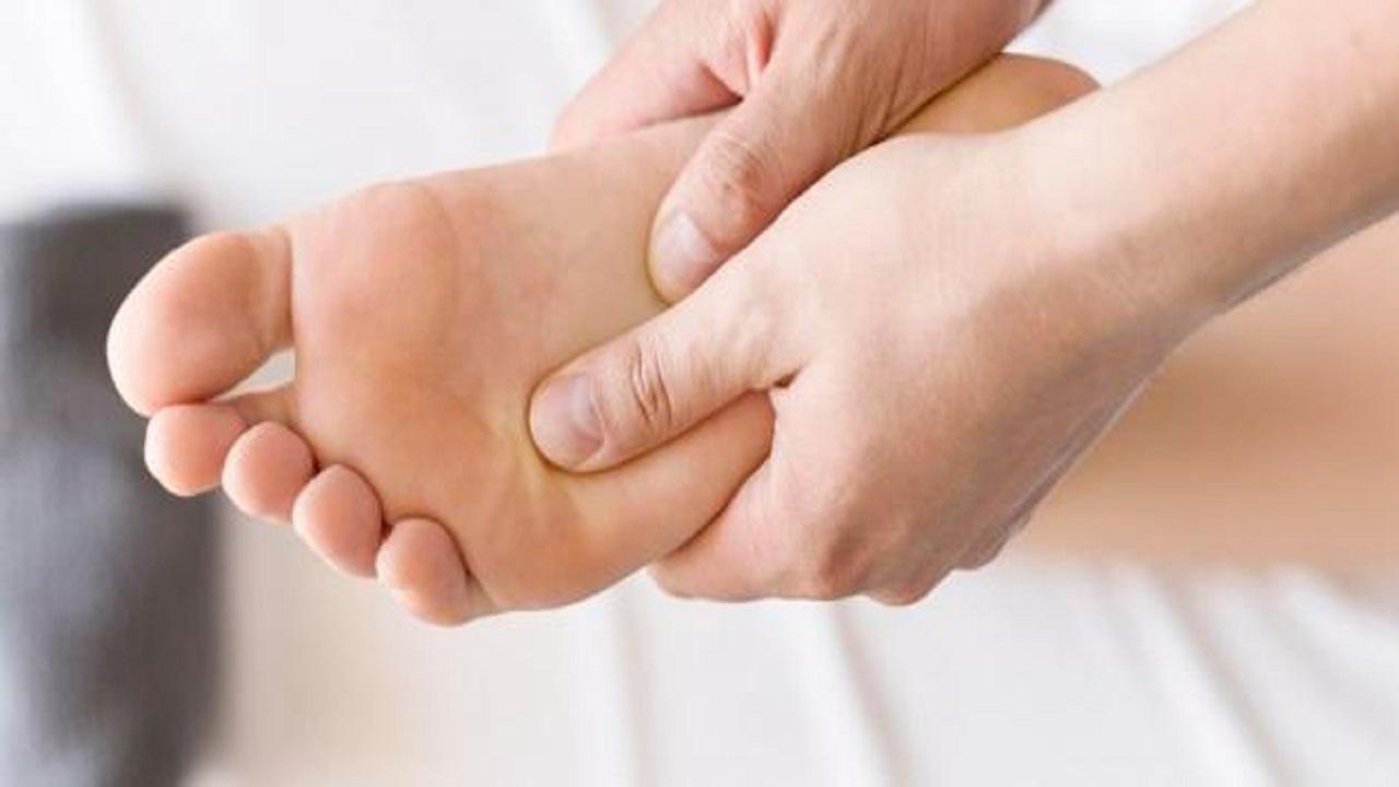 """علامة بأصابع القدم تنذر بارتفاع الكوليسترول """"الخبيث"""""""