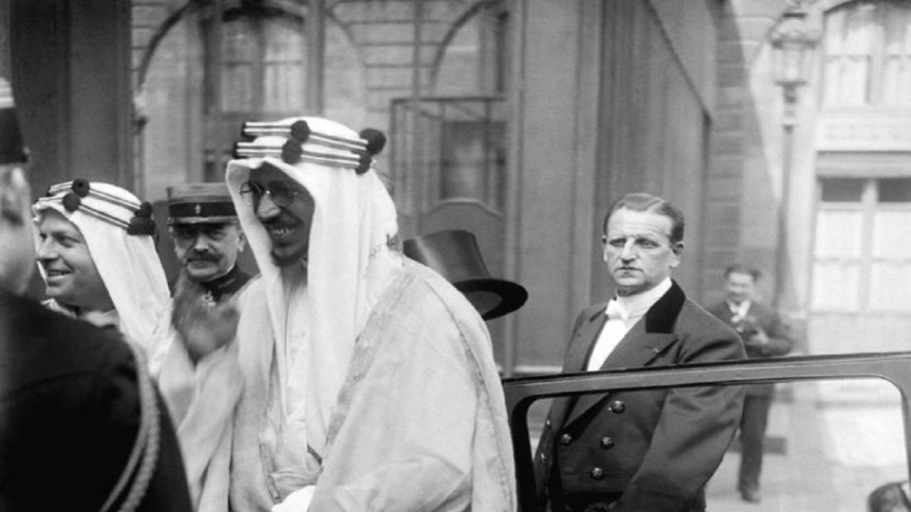 صورة نادرة للملك سعود أثناء زيارته لفرنسا قبل 85 عاما