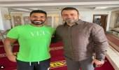 """أحمد سعد يثير الجدل بظهورهبـ""""وشم"""" في أحد المساجد"""