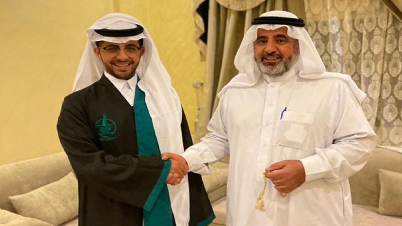 خالد آل ظافر يحتفل بتخرجه من جامعة جازان في القانون العام