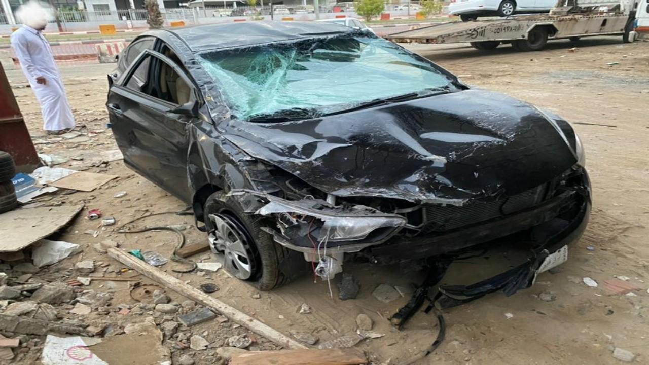 """بتر كف قائد مركبة جراء حادث مروع بين سيارتين بالقرب من إسكان القنفذة """"صور"""""""