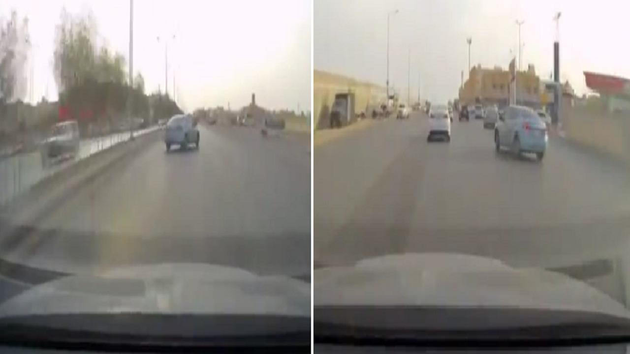 بالفيديو .. قائد مركبة يُفحط وسط سيارات على أحد الطرق بالممكلة