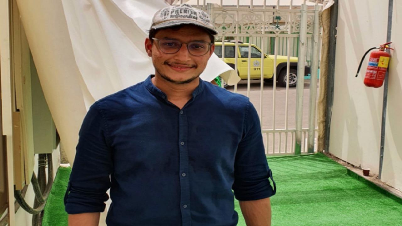 """إشادة عبر """"تويتر"""" توفر وظيفة لـ شاب سعودي يعمل مرشدًا للحجاج"""