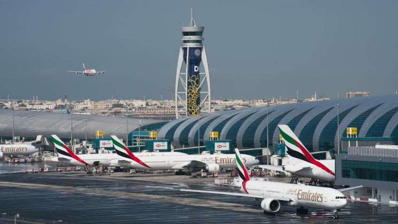 تصادم طائرتين في مطار دبيدون إصابات