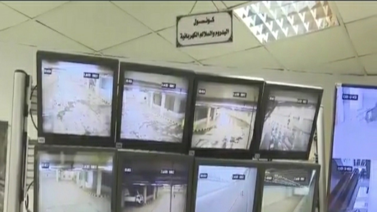 بالفيديو.. غرفة تحكم بمنشأة الجمرات لمتابعة الحجاج عبر ٤٥٠ كاميرا للمراقبة