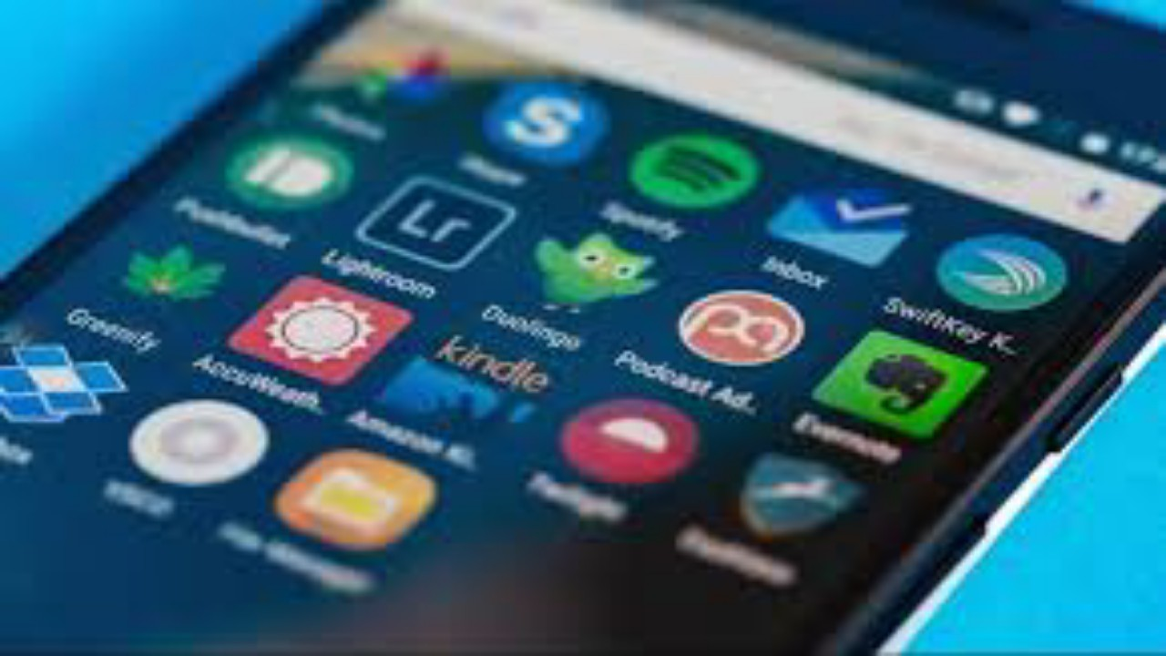 """""""جوجل بلاي"""" يحظر 11 تطبيقا يضر مستخدمي أندرويد"""