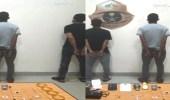 فيديو.. الإطاحة بـ 4 مقيمين سرقوا المنازل تحت تهديد السلاح بجدة
