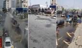 بالفيديو.. شاحنة كبيرة خارجة عن السيطرة تسحق عدة سيارات في محايل عسير
