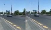 ملابسات فيديو سيارة الفتاة التي تركتها وسط الطريق وذهبت لإحدى الصرافات بتبوك