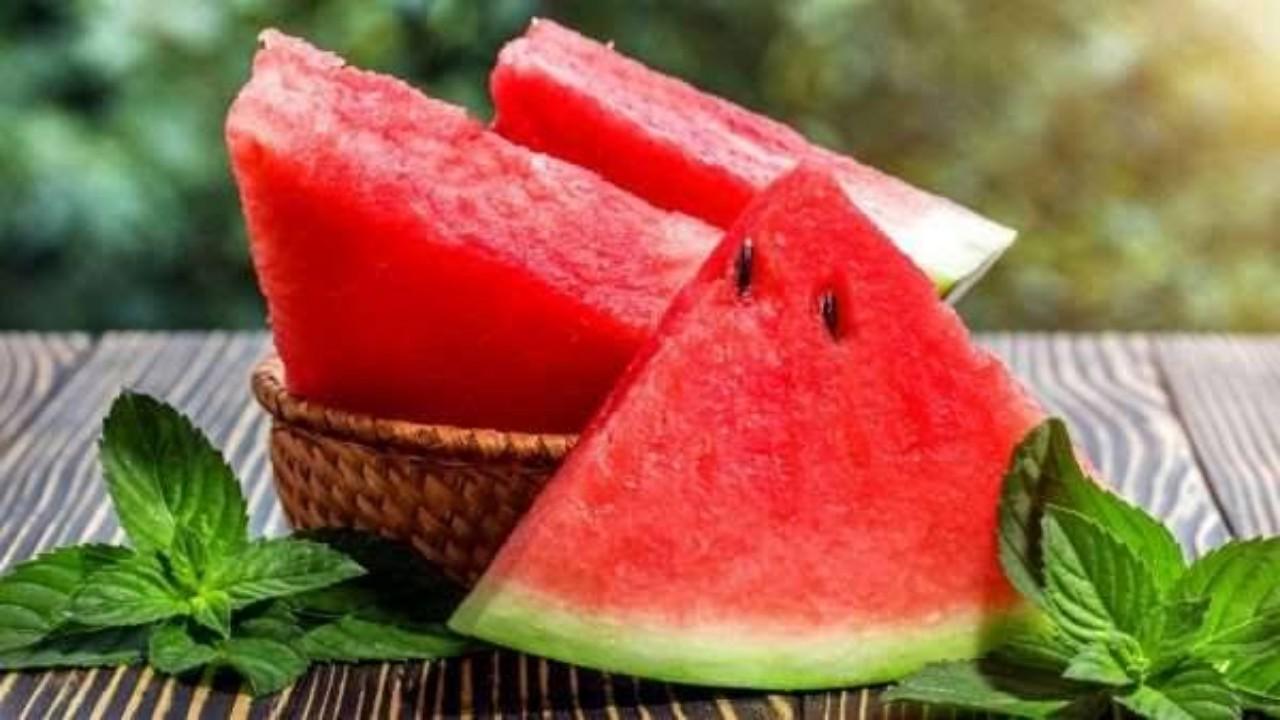 أمراض تمنع المصاب بها من تناول البطيخ