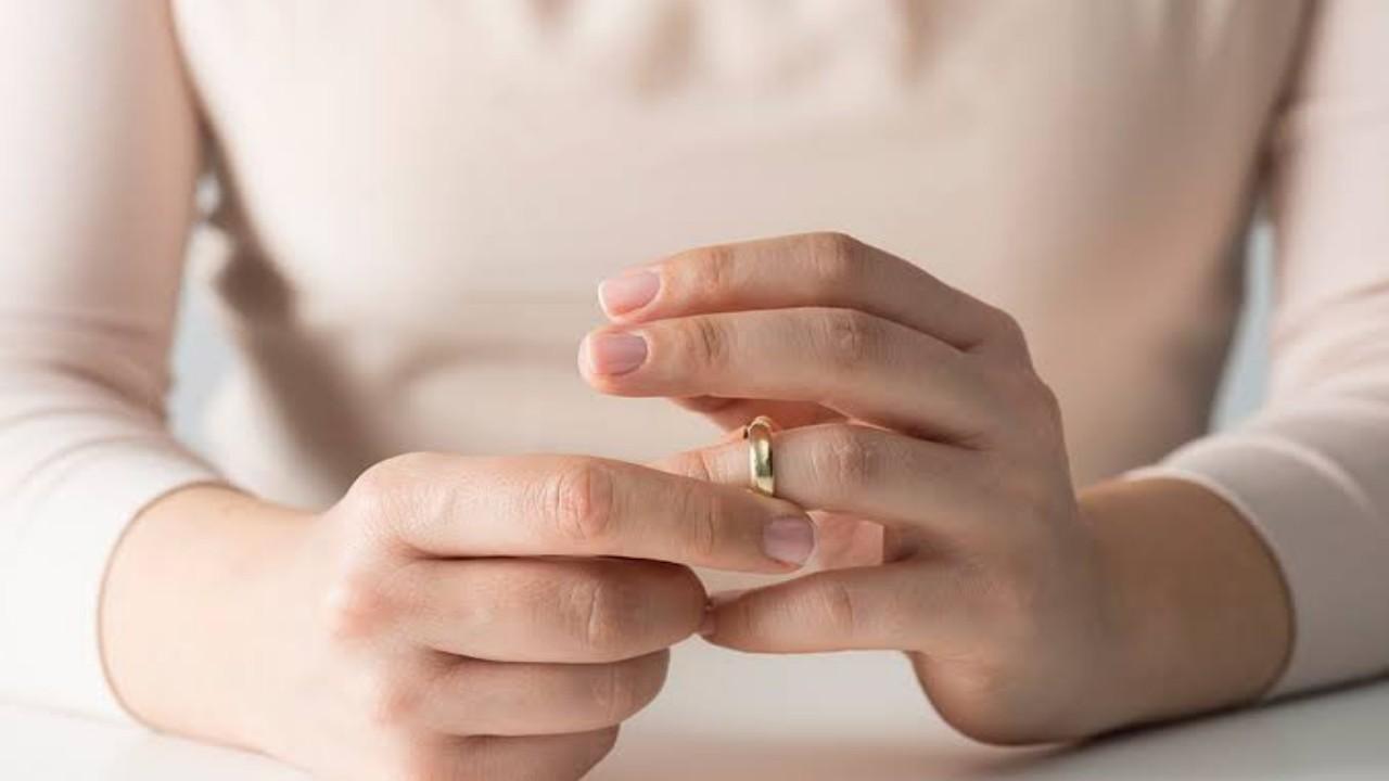 رفض دعوى خلع أقامتها امرأة ضد زوجها بعدما منعها من الخروج مع صديقاتها