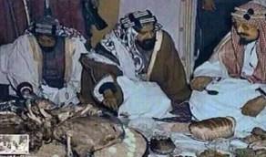 صورة نادرة تجمع الملك عبدالعزيز والشيخ حمد بن عيسى أثناء زيارة البحرين