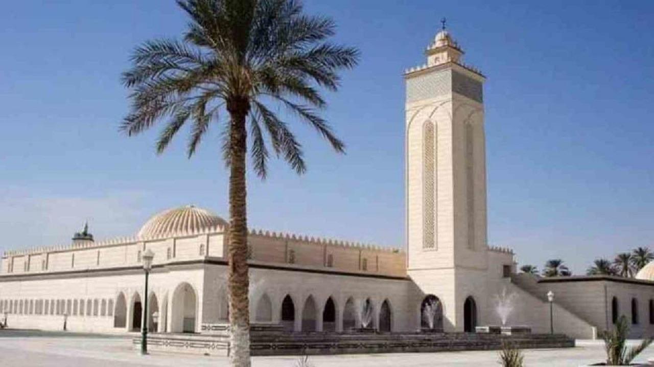 مختل عقليا يقتل إمام مسجد أثناء ركوعه
