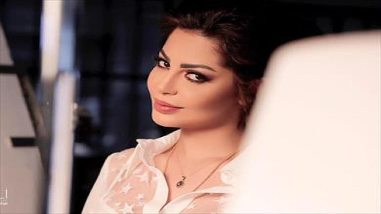 بالصور.. احتراق سيارة فنانة مصرية إثر تعرضها لحادث