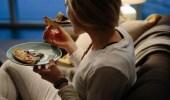 خبيرة تغذية: تناول الطعام قبل النوم يساعد على حرق الدهون
