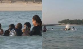 شاهد.. لحظة إنقاذ ولي عهد دبي لرئيس الاتحاد الإماراتي للرياضات الجوية بعد سقوطه بالمياه