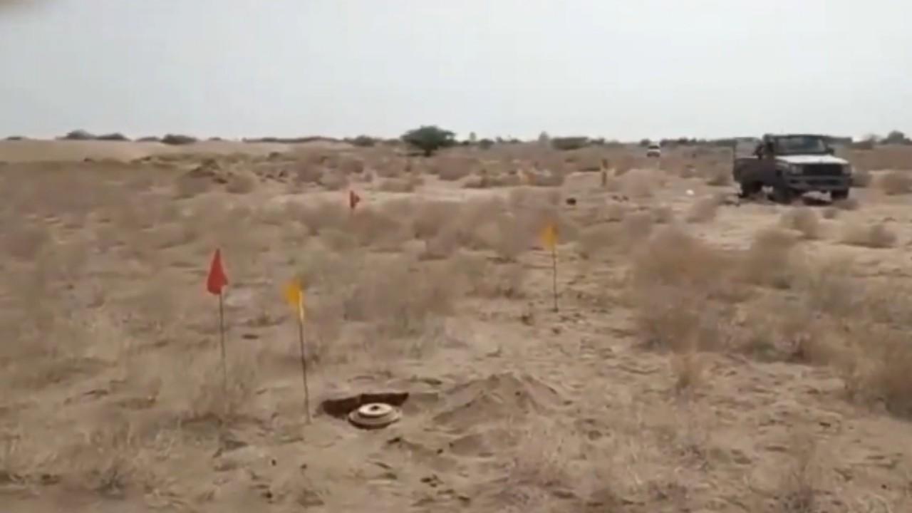 بالفيديو.. ميليشيا الحوثي تزرع شبكة ألغام حول خط أنبوب المياه المغذي للحديدة