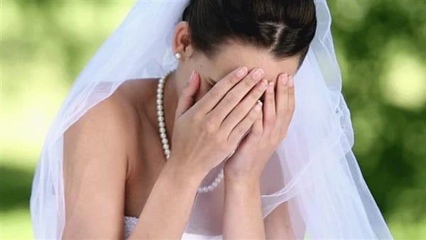 فتاة تصدم شقيقتها وتبيع فستان زفافها قبل الحفل بساعات