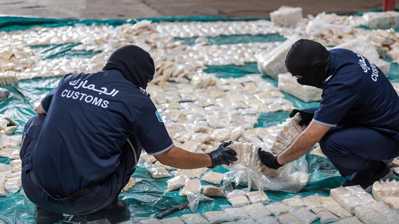 """""""الجمارك"""" تحبط تهريب أكثر من 8.7 مليون حبة كبتاجون كانت مُخبأة في إرسالية """"كاكاو"""""""