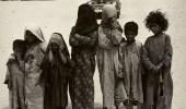 صورة فيها من العفوية والبراءة الكثير لأطفال في فترة الخمسينيات