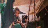 امرأة من بادية الجنوب تخض اللبن قبل 40 عام