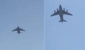 بالفيديو.. سقوط مواطنون أفغان من طائرة مغادرة لمطار كابل أثناء تعلقهم بإطاراتها