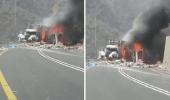 بالفيديو.. نشوب حريق في مركبتين إثر حادث تصادم بعقبة شعار