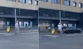 بالفيديو.. عريس معلقا على عمود إنارة في طريق عام يثير سخرية المارة