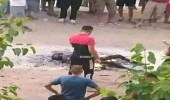 بالصور .. شباب يعتدون على آخر ويحرقوه حيا في الجزائر