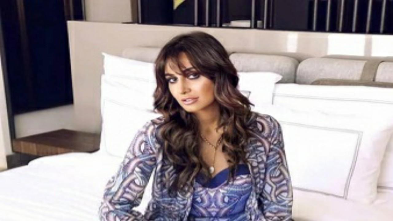"""حلا شيحة تعلق على صورة متداولة لها على السرير بدون حجاب:""""حساب مفبرك"""""""