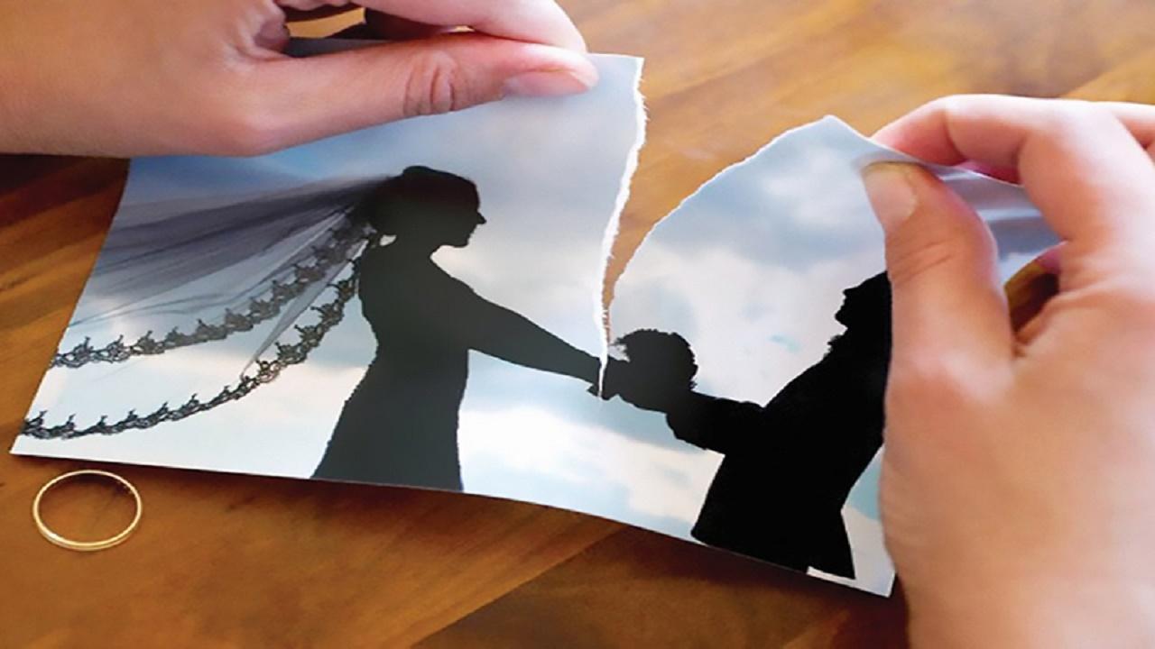 رجل يكافئ زوجته بتطليقها بعد سدادها ديونه المالية
