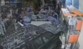 """امرأة تقتحم محل أدوات طبية بالسيارة أثناء تعليمها القيادة في الرياض """"فيديو"""""""